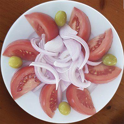 ensalada a domicilio de tomate cebolla